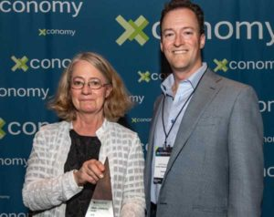 Founder Dr.Suzanne Ildstad and CEO Scott Requadt accept Xconomy Big Idea award for 2019